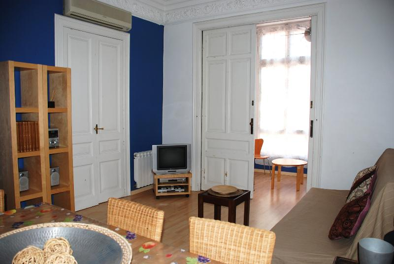 Living room - Eixample Barcelona center 3 bedrooms with terrace - Barcelona - rentals
