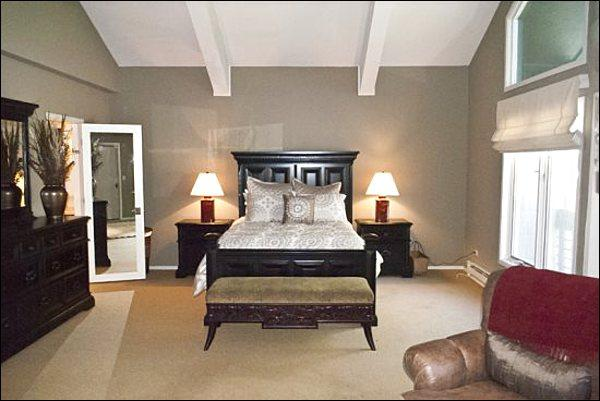Luxurious Master Bedroom Features a Queen Bed and Private Bath - Beautifully Remodeled Condo - Magnificent Mountain & Golf Course Views (1245) - Ketchum - rentals