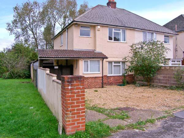 EXPLORER HOUSE, family and pet-friendly cottage, enclosed decked area, ideal touring location, in Poole, Ref 21632 - Image 1 - Poole - rentals