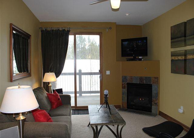 HGL203 Attractive Condo w/Elevator, Shuttle, Fireplace, Common Hot Tub - Image 1 - Breckenridge - rentals