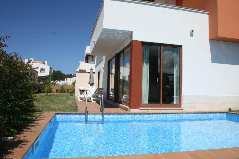 127659 - Modern designer 3 bedroom villa on the Obidos Lagoon with private pool and garden - Ideal for Golf or Surfing Holidays - Image 1 - Obidos - rentals