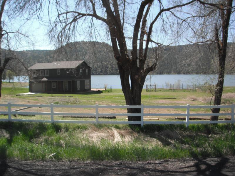 The house and Ochoco Reservoir - Lakefront home with dock in sunny Central Oregon - Prineville - rentals