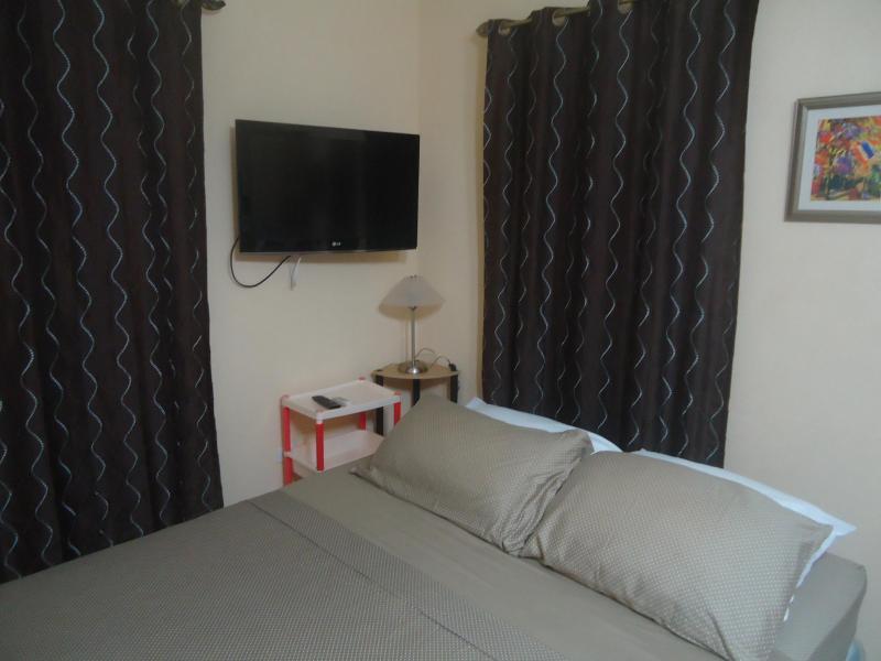 queen bed - ALCAZAR HOLIDAY APARTMENT BARBADOS - Bridgetown - rentals