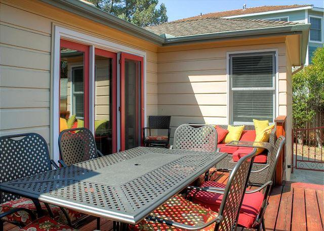 Back Patio with Loungers and BBQ - Outstanding Westside Paso Robles Home with Tons of Character - Paso Robles - rentals