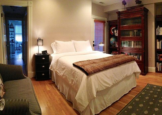 bedroom and sitting room - Quintessential DC Studio in Historic Capitol Hill Row House - Washington DC - rentals