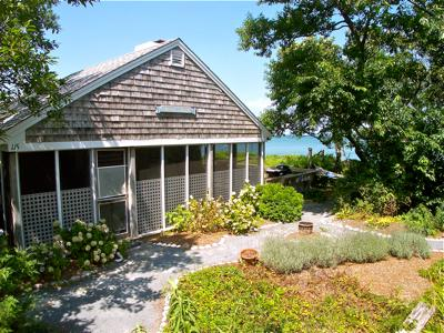 Here's the quintessential cottage on the beach in Brewster. - 115-B 4-BR Cottage Right On The Beach in Brewster! - Brewster - rentals