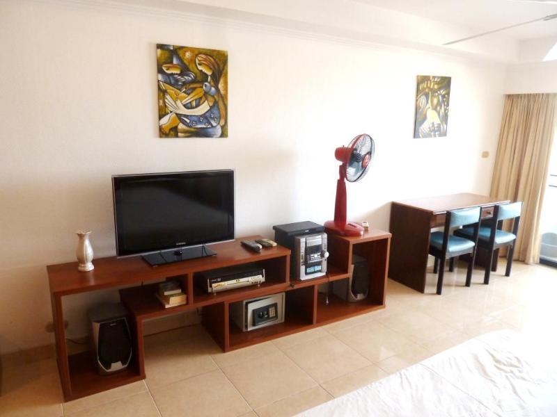 Smart TV and music equipment - Big Studio (40 qm) - 5 min walk to Walking Street - Sao Hai - rentals
