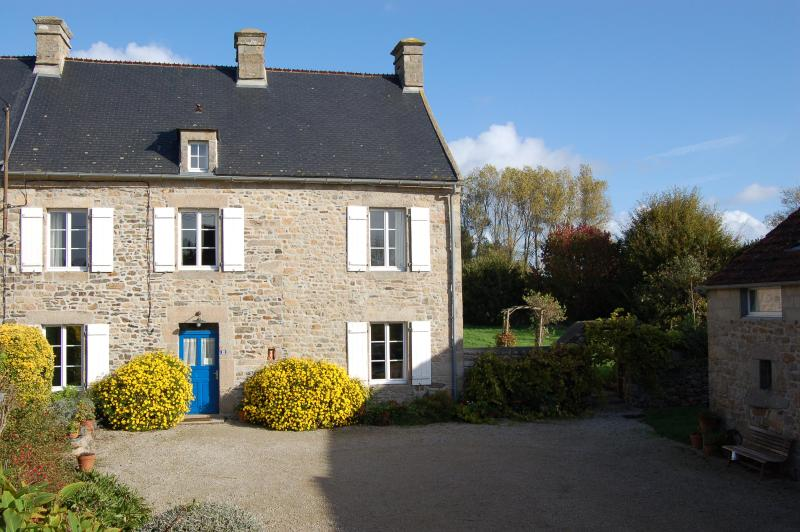 The house with ample parking in the courtyard - Restored farmhouse in the lovely Val de Saire - Manche - rentals