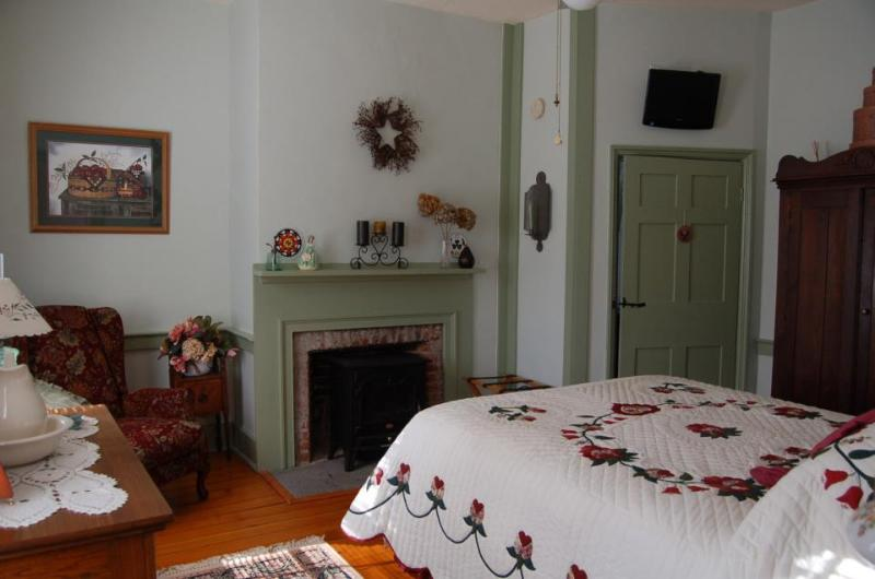 Berks Room Decor - James Manning House B&B - Berks Room - Honesdale - rentals