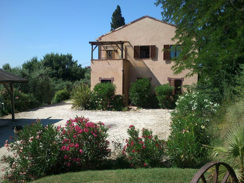 Tranquil location close to sea and mountains - Image 1 - Ripatransone - rentals