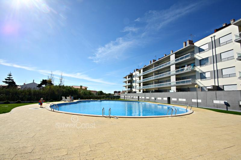SCH14 - Third floor 3 Bed Apartment with Bay views - Image 1 - Sao Martinho do Porto - rentals