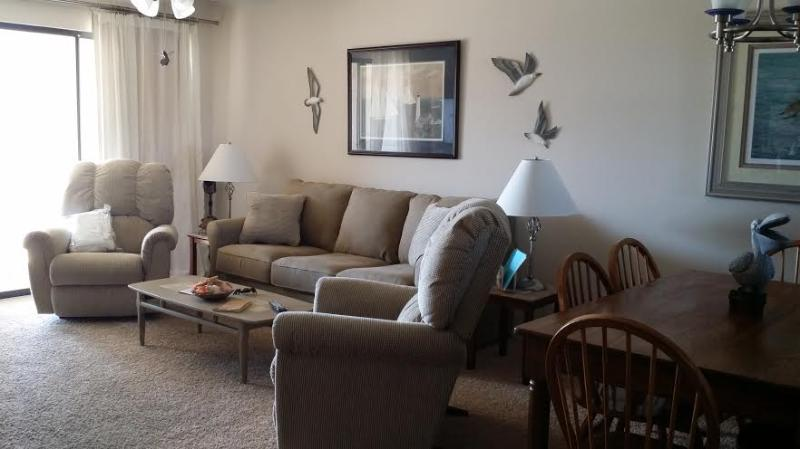 Dining Room & Living Room - Beautiful 2BD-2BA w/ view sleeps 6 great reviews! - Orange Beach - rentals