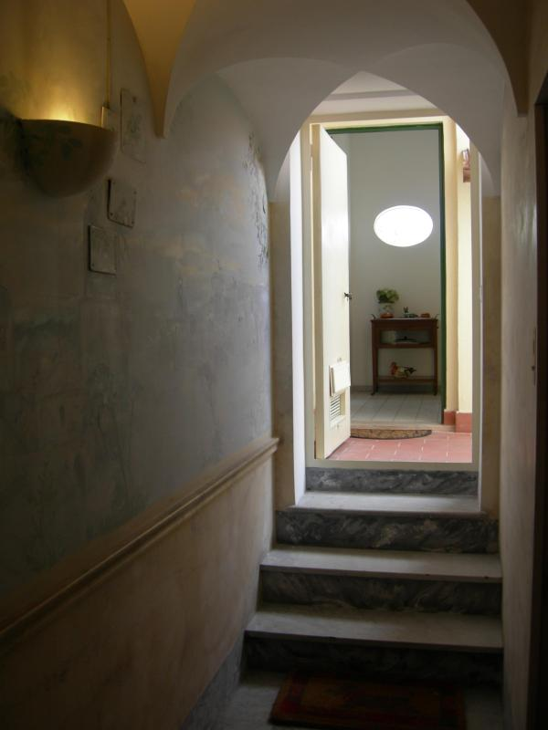 Entrance from the floor. Lift to floor +3 steps - Very central charming penthouse with  terrace - Rome - rentals