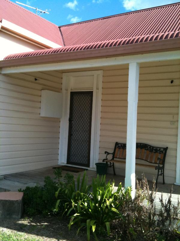 Front Entry - Heritage Cottage - Inverell - rentals