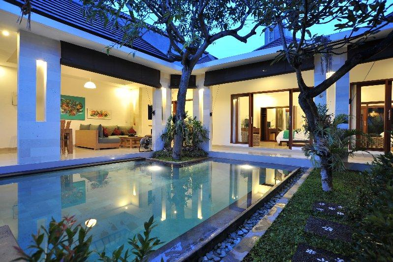 LOCATION AND COMFORT 3 Bedroom VILLA in Seminyak - Image 1 - Seminyak - rentals