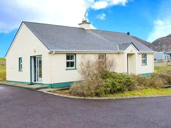 BEARA 1, single-storey cottage, open fire, pet-friendly, ideal touring base for County Cork, near Allihies, Ref 27856 - Image 1 - Allihies - rentals
