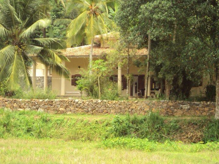 Villa from the road - Sri Lanka. villa / guest house - Unawatuna - rentals