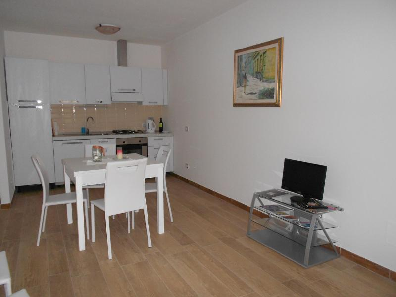 Dining room + kitchen - Design Apart. in Florence AIR-CO, WI-FI, PARKING - Gagliano - rentals