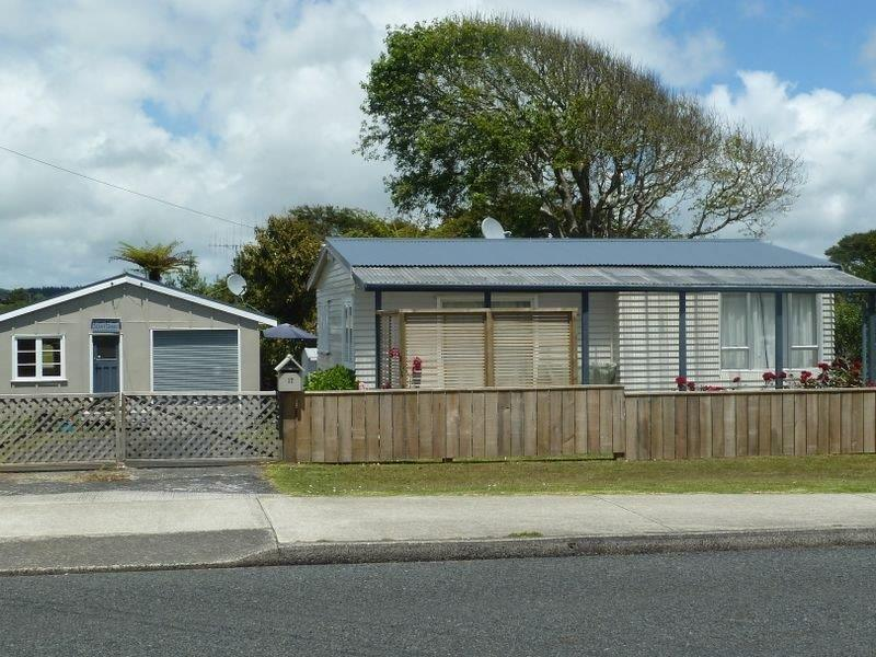 Raglan Retreat Holiday Home - Image 1 - Raglan - rentals