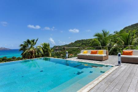 Nikki offers a sleek terrace with pool & lounge, short distance to the beach, restaurants & shops - Image 1 - Saint Jean - rentals