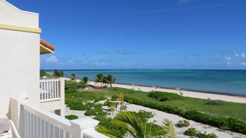 view of the beach from the condo - Beautiful Beachfront Penthouse Condo - Providenciales - rentals
