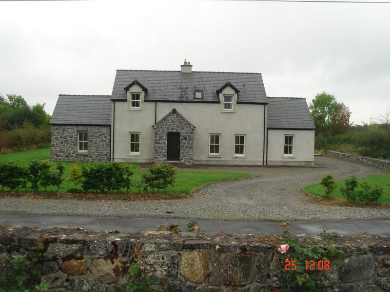 front view - Cosy Country Cottage in the heart of Terryglass. - Terryglass - rentals