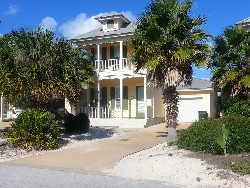 Beautiful home on the crescent. - Close to Beach! - Pools/Fitness/Tennis/Golf Cart! - Gulf Shores - rentals
