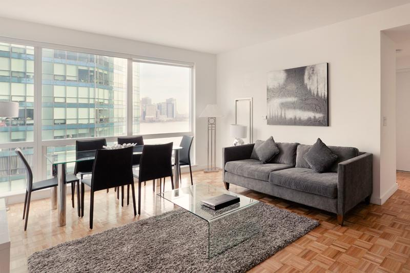 Living Room/Dining Room - Amazing 3 Bedroom apartment 1 stop from Downtown Manhattan - Jersey City - rentals