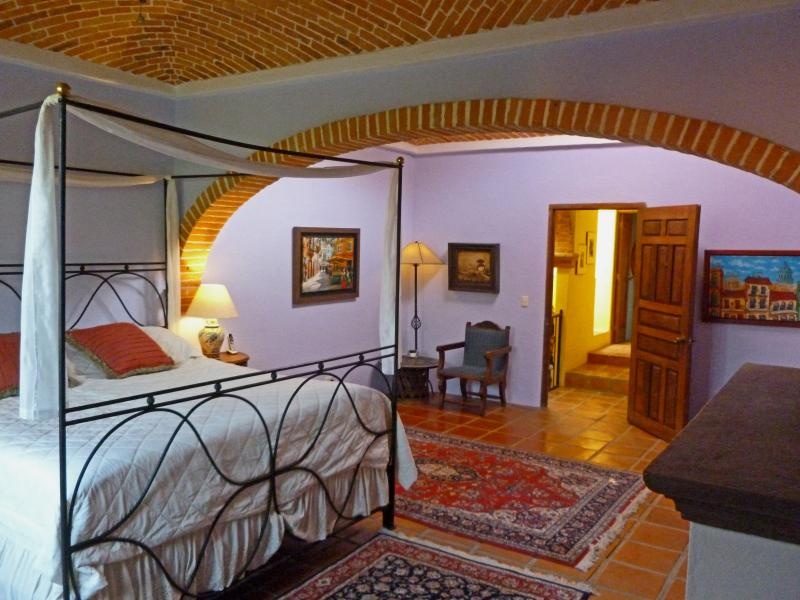 Master Bedroom - Beautifully Decorated Three Bedroom Home in Centro - San Miguel de Allende - rentals
