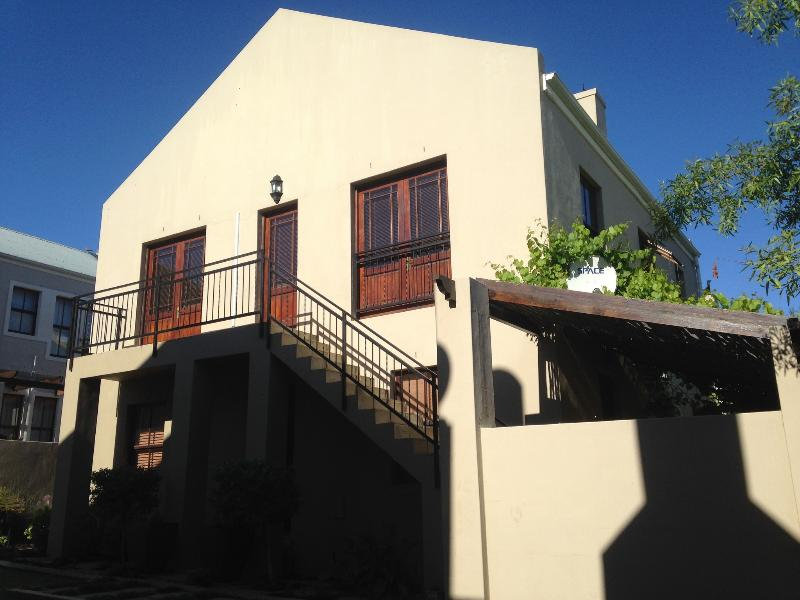 Luxury accommodation in Stellenbosch - Fynbos Feniks Self catering Apartment in Stellenbosch - Stellenbosch - rentals