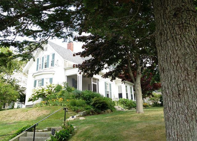 House as seen from Pleasant Street - Pleasant House: Old-world charm w/ modern updates in the heart of the village - Rockport - rentals