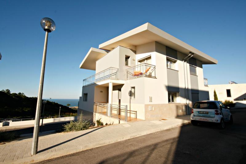 SCH100- 3 bed villa with breathtaking sea views - Image 1 - Nazare - rentals