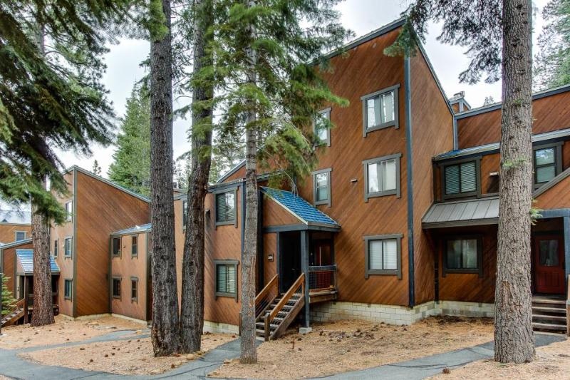 Ski-in/ski-out studio w/ shared hot tub, pool & more! Only 10 miles to beaches! - Image 1 - Truckee - rentals