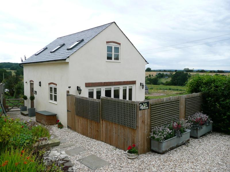 The Cottage - Rural retreat (2 bed sleeps 4) 4 star rated, wifi - Gloucester - rentals