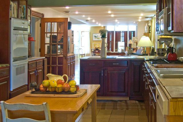 A chef's Dream kitchen! - Location! East Village: 1300 sq ft, furnished + - Chicago - rentals
