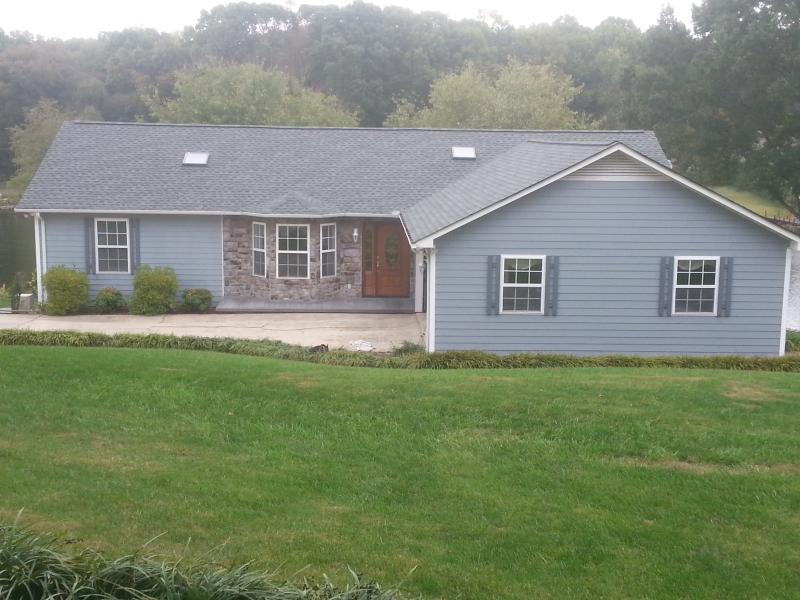 Peaceful Lakefront Home - Stay Any Weeknight in April for only $175/nt!!! - Sherrills Ford - rentals