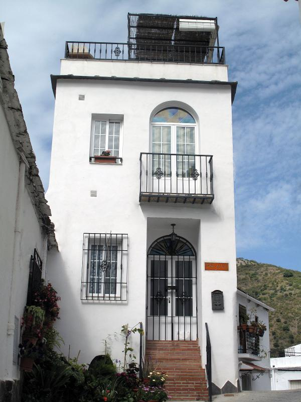 Dar Alali. Front Façade - Holiday Rental Townhouse, La Contraviesa, Granada - Granada - rentals