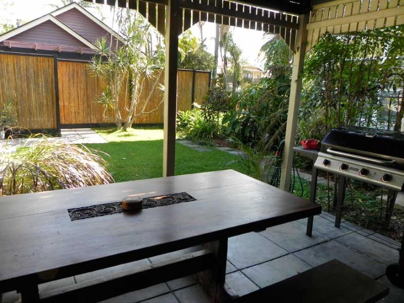 Garden Outlook from Studio - West End Studio - Brisbane - rentals