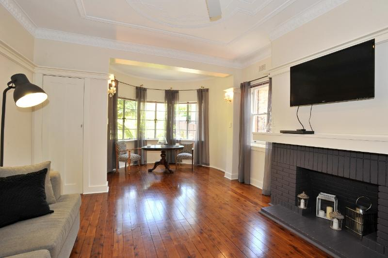 Wonderful Period Large Living Area.  Ceiling Fan, TV & DVD. - 3 BEDROOM   Parking   Mosman   Long term rental - Sydney - rentals