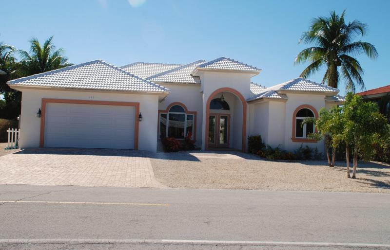 Beautiful Single Family Home in Key Colony Beach! - Image 1 - Key Colony Beach - rentals