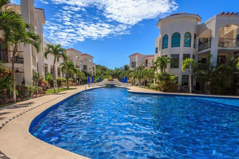 Ground Floor unit with views of the Gardens and Pools - Image 1 - Playa del Carmen - rentals