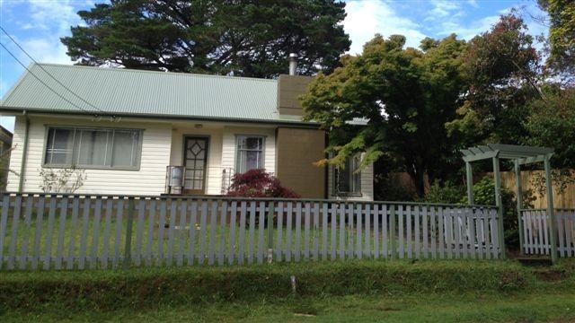 Street view - Black Pine Cottage Katoomba - Katoomba - rentals