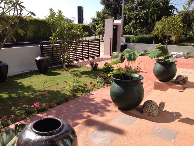Outside gated yard - Be Happy Home-Sukhi Ho - Sara Buri - rentals