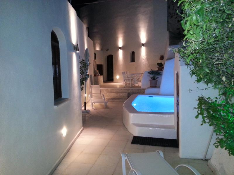 Courtyard at Night - Luxury 'Villa Olivia' Large Sun-terrace, Pools, Bar, Barbecue, Stunning View - Santorini - rentals