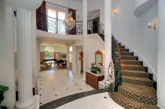 Hallway/entrance - Beautiful Mediterranean  house with great views . - Santa Barbara - rentals