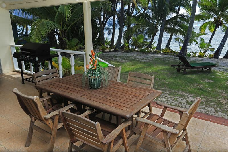 Outside Dining - Maree,s Beach House --- Beachfront ! - Rarotonga - rentals