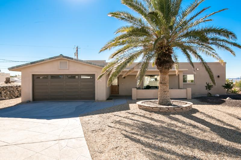 3bed/3bath home w/ Pool, deck & amazing lake views - Image 1 - Lake Havasu City - rentals
