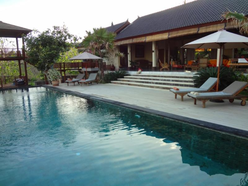 Swimminfg pool view - Leave the routine and enjoy the gods Island tranquility - Nusa Dua - rentals