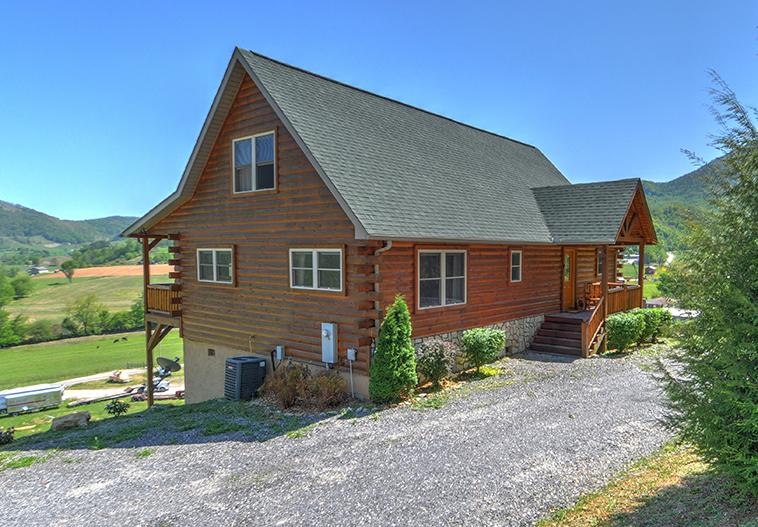 Great for cycles, turn around room, paved roads. 3/3 perfect for 3 couples, friends or families. - THINK SNOW! Make plans to ski-paved roads 3/3 slp6 - Maggie Valley - rentals