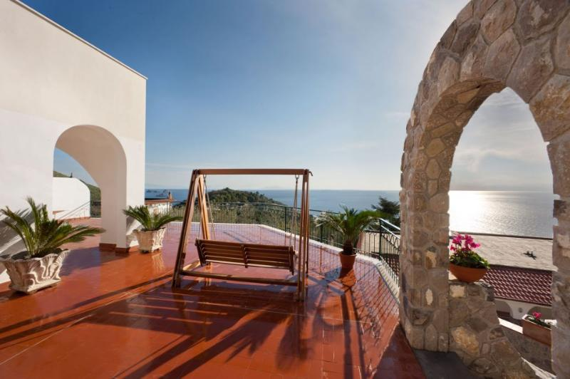 Splendid & luminous three-story villa with pool - Image 1 - Nerano - rentals